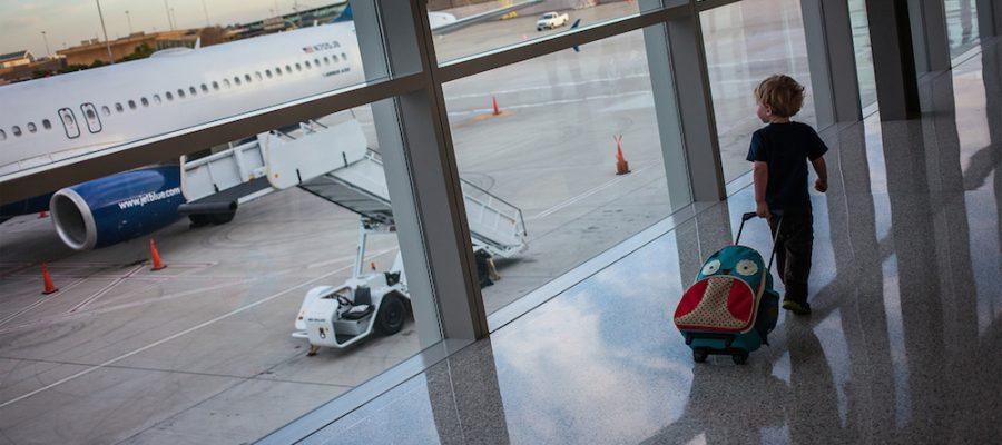 Viajar con niños en avión: 10 consejos para un viaje sin estrés