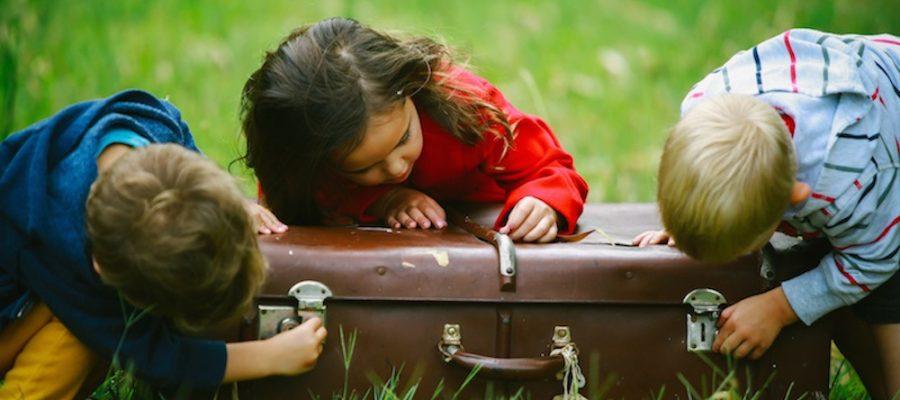Consejos para viajar con niños ¿qué poner en las maletas?