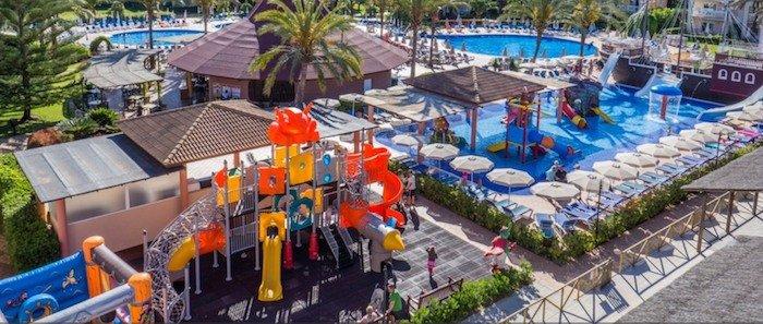 10 hoteles para ni os en espa a que debes conocer - Hotel piscina toboganes para ninos ...