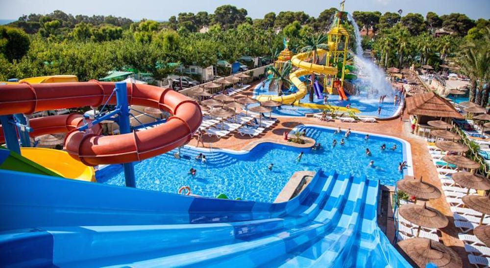 Camping para ni os propuestas para disfrutar en familia pequeviajes - Hotel piscina toboganes para ninos ...