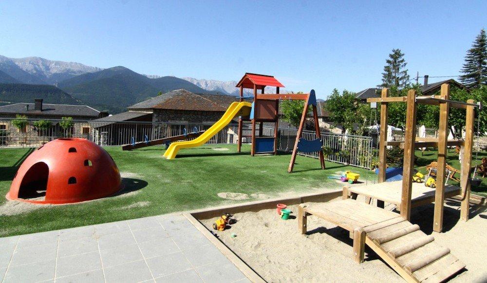 Camping para ni os propuestas para disfrutar en familia for Camping en leon con bungalows y piscina
