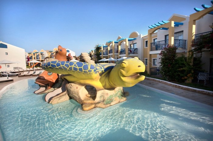 Los 10 mejores hoteles para ni os en espa a pequeviajes for Piscina n club