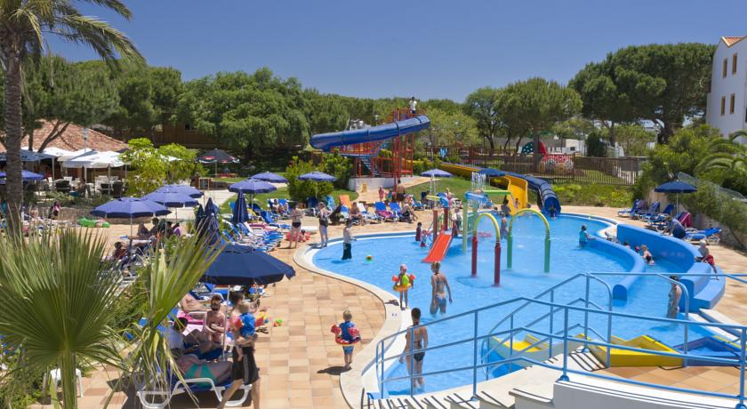 Los 10 mejores hoteles para ni os en portugal pequeviajes - Hotel piscina toboganes para ninos ...