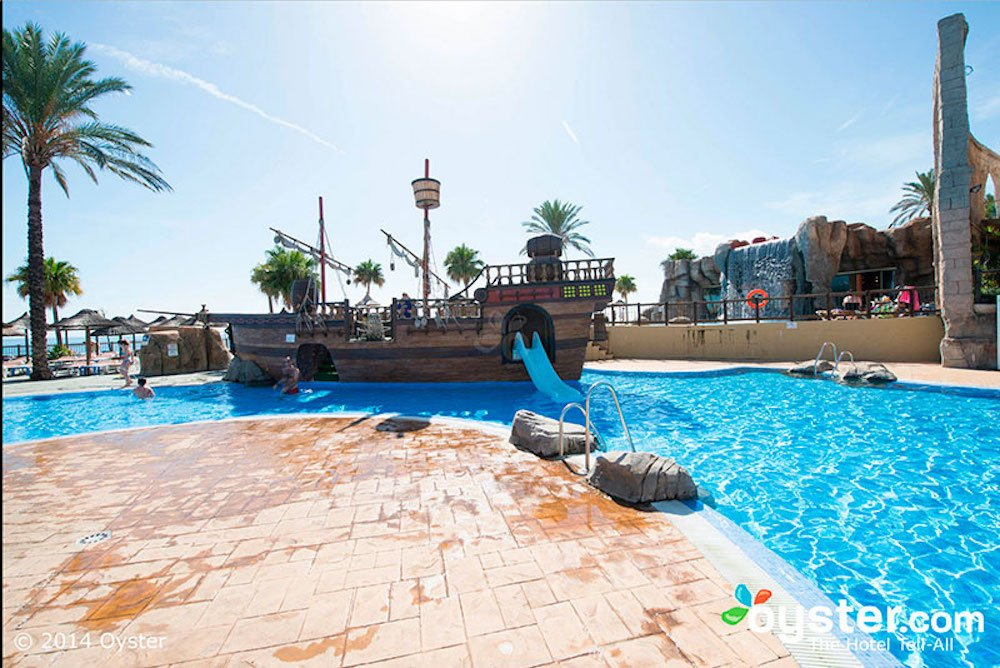 Hoteles para ni os en la costa del sol pequeviajes for Hoteles con piscina climatizada en andalucia