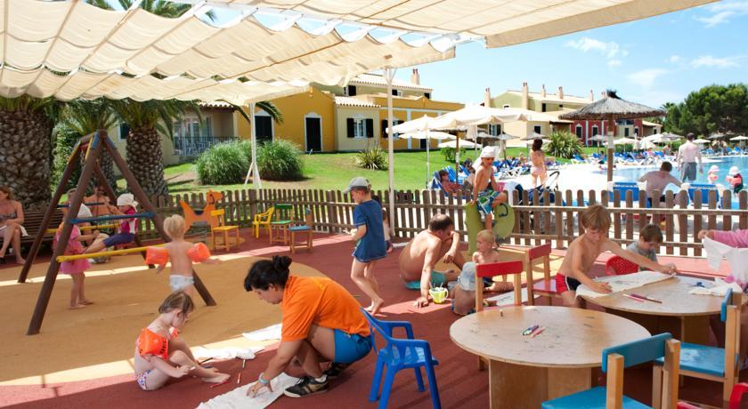 10 hoteles para niños en Menorca | PequeViajes