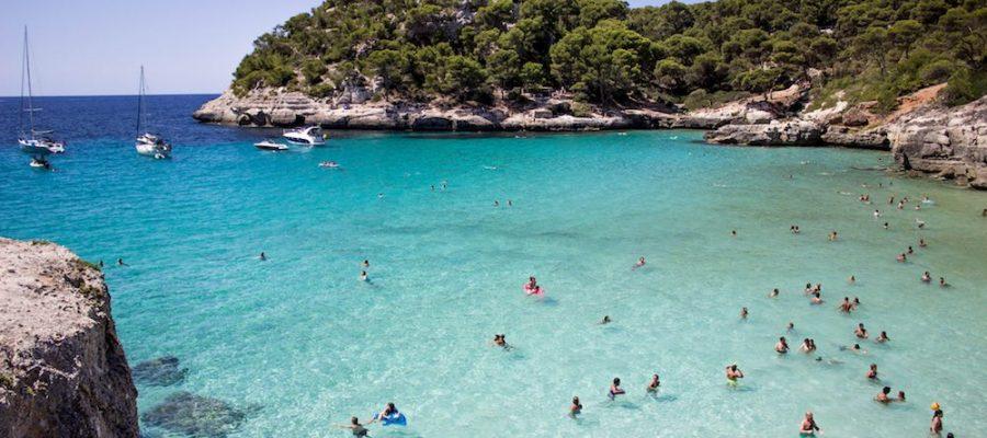 5 playas para ir con niños en Menorca
